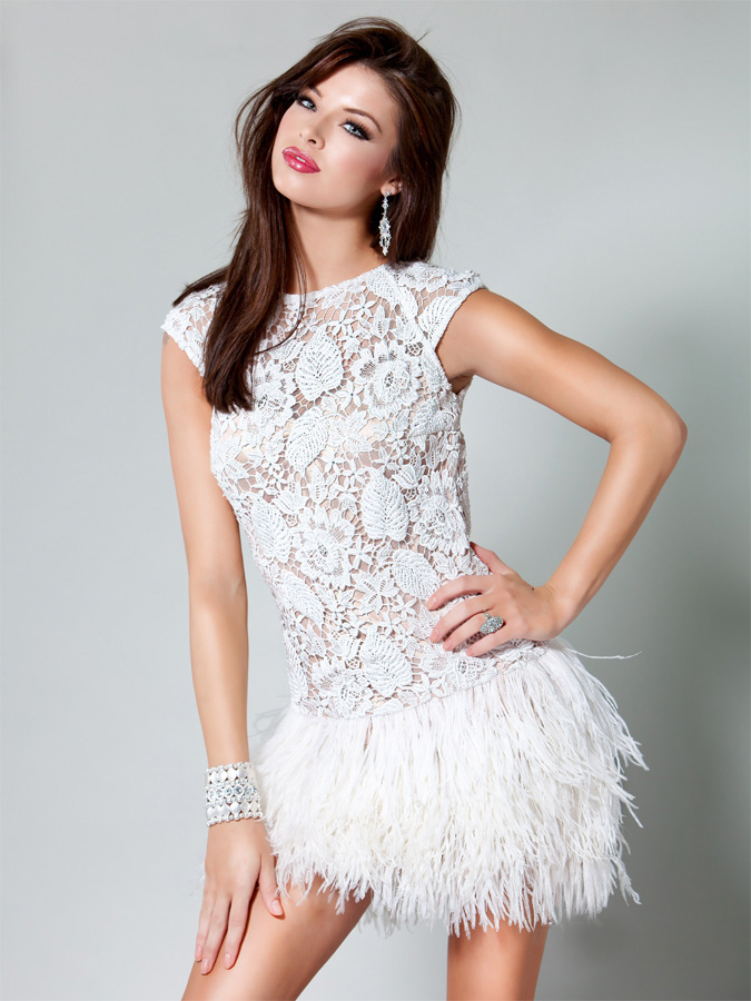 Bateau Neck Cap Sleeves Short Mini White Lace Prom Dresses With Feather Skirt